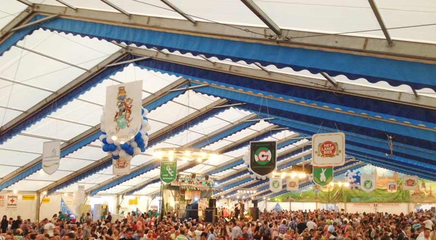 Dekoration dach wand zelte und leichtbauhallen von leube for Oktoberfest dekoration